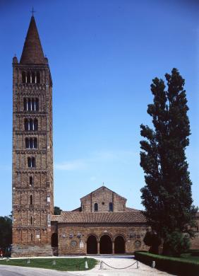 Guerra, Antonio, Pomposa, Abbazia di Santa Maria, Veduta facciata e campanile, trasparenza colore/ pellicola, CC BY-NC-ND