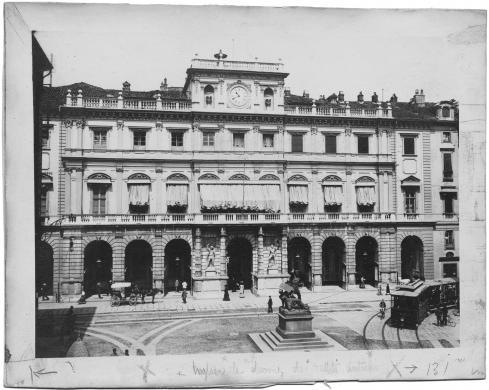 Anonimo, Veduta di Palazzo Civico, in primo piano il monumento dedicato al Conte Verde, carta/gelatina, CC BY-SA