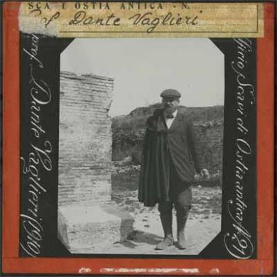 Ignoto, Prof. Dante Vaglieri (1910) / Ufficio Scavi di Ostia Antica N.21, diapositiva b/n alla gelatina, CC BY-SA