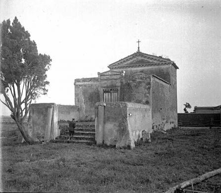 Ignoto (Gismondi, Italo?), [Ostia, cappella di S. Ercolano], lastra stereoscopica alla gelatina, CC BY-SA