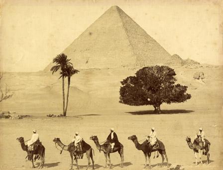 Fratelli Zangaki, La piramide di Cheope, 1860 ca, stampa al collodio, CC BY-SA