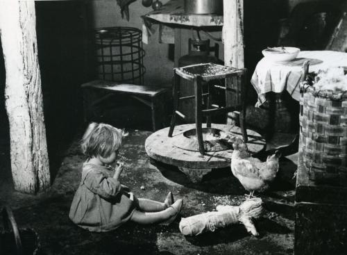 Gandin, Michele, Monasterace (Reggio Calabria). Interno di casa contadina., Stampa alla gelatina bromuro d'argento, CC BY-NC-ND