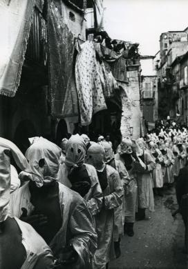 Mazzacane, Lello, Guardia Sanframondi (Benevento). Processione di Maria Assunta., Stampa alla gelatina bromuro d'argento, CC BY-NC-ND
