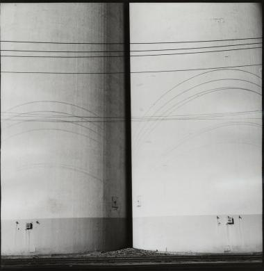 Gohlke, Frank, Grain elevator, stampa ai sali d'argento, CC BY-SA