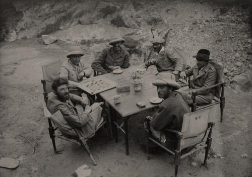 Terzano, Massimo, Ore di riposo a Urdukas. Spedizione geografica Duca di Spoleto al Karakorum, gelatina cloruro d'argento, CC BY-SA