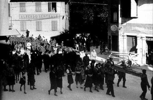 ---, Funerali di cosacchi uccisi dai partigiani, Carnia, stampa ai sali d'argento, CC BY-SA