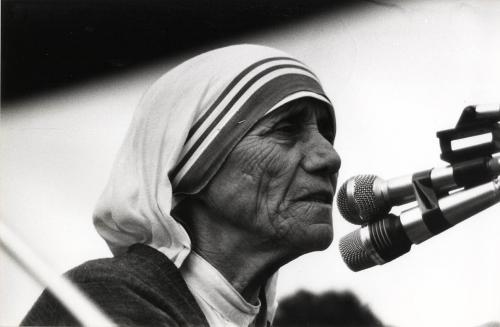 Leidi, Carlo, Madre Teresa di Calcutta, allo Stadio di Bergamo, Stampa alla gelatina ai sali d'argento, CC BY-NC-ND