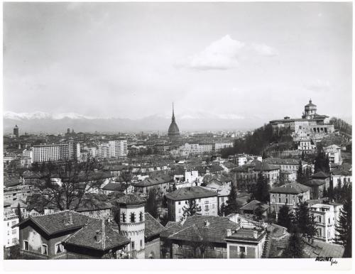 Agent Foto (Gariglio), Panorama di Torino dalla collina sullo sfondo la Mole ed il Monte dei Cappuccini, carta/gelatina, CC BY-SA