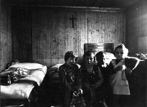 Colin, Gianluigi, Prefabbricati a Fanna, settembre 1977, CC BY-SA