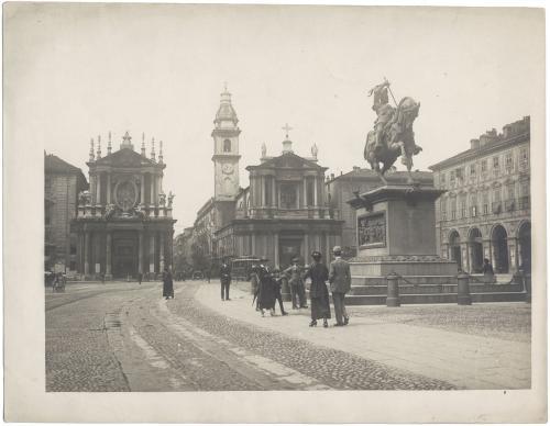 Anonimo, Piazza San Carlo, in primo piano il monumento dedicato ad Emanuele Filiberto di Savoia, stampa al citrato?, CC BY-SA