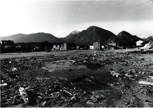 Simion, Dino, Osoppo, dopo gli spianamenti delle macerie, stampa ai sali d'argento, CC BY-SA