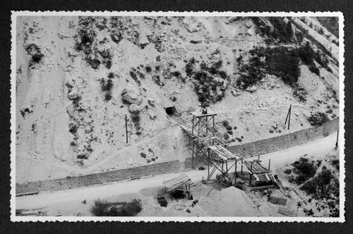 ---, Sollevamento corazzature per cunicoli - prove roccia, stampa ai sali d'argento, CC BY-SA