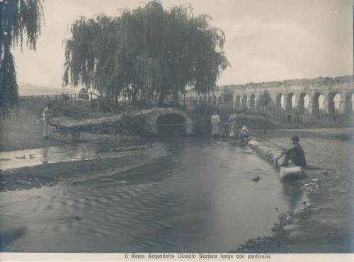 6 Roma Acquedotto Claudio sezione lunga con ponticello, Stampa al pigmento, CC BY-SA