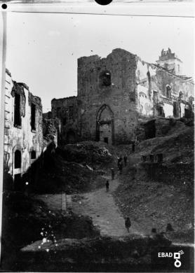 Gallotta, Luigi, Danni dei bombardamenti del 1943 nei pressi della Chiesa di San Francesco d'Assisi, Eboli (Sa), CC BY-NC-ND