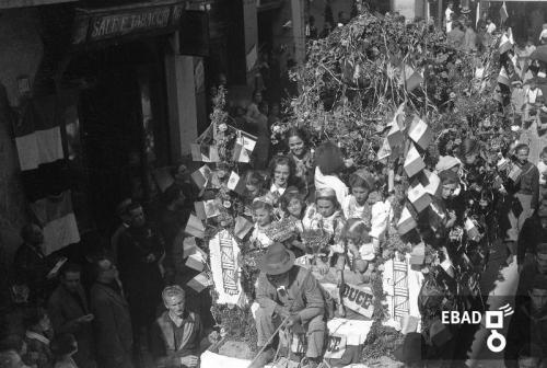 Gallotta, Luigi, Carro addobbato per la festa dell'uva in epoca fascista, Eboli (Sa), CC BY-NC-ND