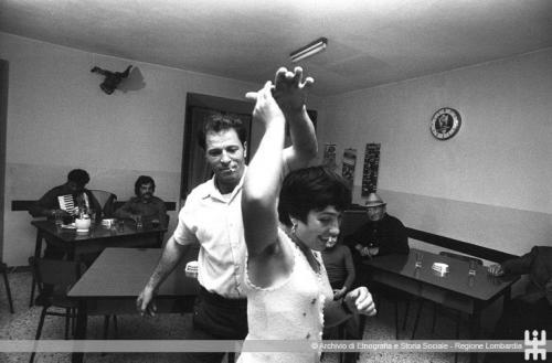 Scianna Ferdinando, Osteria Monte Guglielmo, Pezzaze (BS), 1976, stampa, CC BY-NC-ND