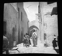 Corrado Jalla, Famiglia araba a Bengasi, Gelatina ai sali d'argento/ vetro, CC BY-SA
