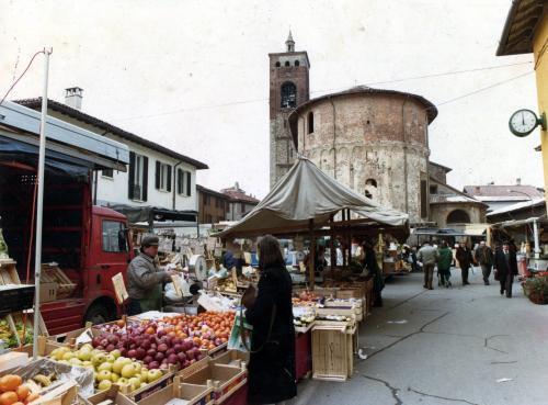 Villa, Angelo, Il mercato settimanale, Gelatina a sviluppo a colori, CC BY-SA