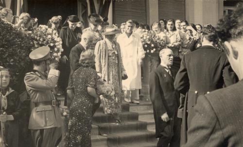 Visita della regina Elena al sanatorio femminile di Ornago, Gelatina a sviluppo in bainco e nero, CC BY-SA