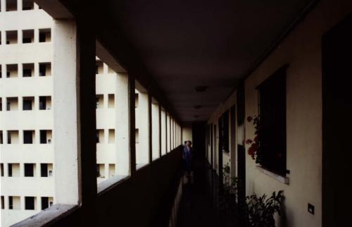 Nicolini, Toni, Unità residenziale Vialba, Milano. Dalla serie Architetture del Milanese, stampa cibachrome/ilfochrome / carta, CC BY-NC-ND