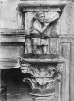Betri A. e Figlio, Cremona. Facciata del Duomo, capitello del pronao, albumina/carta, CC BY-SA