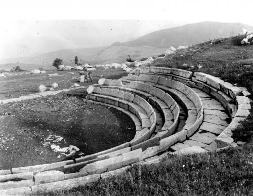 Teatro Sannitico - Pietrabbondante (IS), negativo b/n, CC BY-SA
