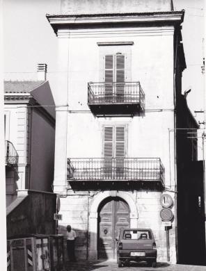Sabelli, Roberto, Montenero di Bisaccia (CB) - Palazzo Valerio - scheda catalogo  A 1400036294, foto b/n, CC BY-SA