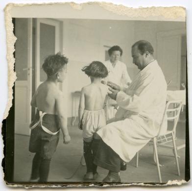 Domenico Nardini, Vaccinazione, gelatina bromuro d'argento/carta, CC BY-SA