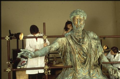 De Masi, Lorenzo, Marco Aurelio a cavallo, imperatore, statua equestre, immagine di cantiere, 1987, diapositiva mm 35, CC BY-SA