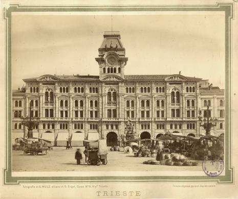 Wulz, Giuseppe, Piazza grande, 1880 circa, albumina, CC BY-NC-SA