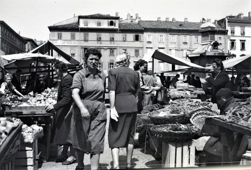 Rota, Adriano : de, Mercato delle venderigole, 1952, Gelatina ai sali d'argento su pellicola, CC BY-NC-SA