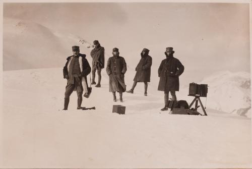 Bogino, Luis, Al lavoro a cima Stol m. 1700, Positivo su carta alla gelatina bromuro d'argento raccolto in album, CC BY-SA