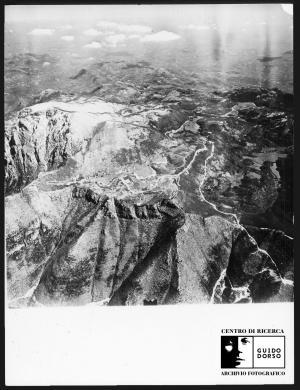 Anonimo, Monte Terminio, veduta aerea (coll. EPT), 1970 circa, Stampa su carta fotografica, CC BY-SA