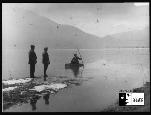 Anonimo, La piena del Lago Dragone di Volturara Irpina (Coll. EPT), 1910 circa, Stampa su carta fotografica, CC BY-SA