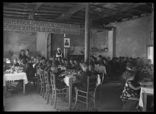 Antonelli, Umberto, Ritratto di gruppo presso la colonia elioterapica a Enemonzo (UD), ante 1938, Gelatina bromuro d'argento/ vetro, CC BY-NC