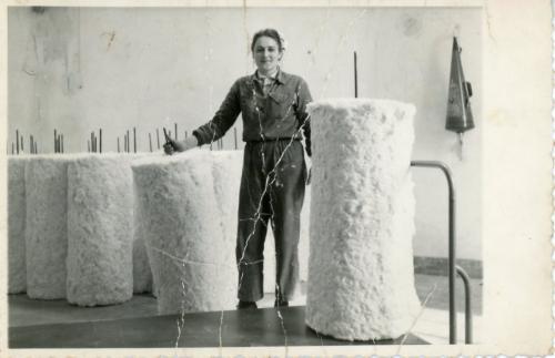 Operaia al lavoro nel Cotonificio Udinese, CC BY-NC-SA