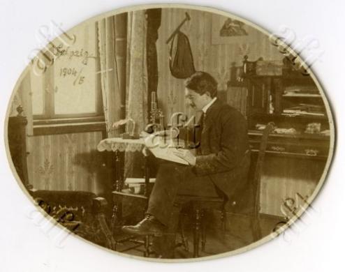 Fotografo non identificato, Gaetano Ponte nel suo studio a Lipsia nel 1904, 1905 circa, gelatina a sviluppo/ carta, CC BY-NC-ND