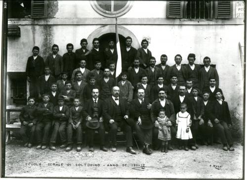 Filippo Rocci (Fara Sabina, 1881 – Rieti, 1965), Scuola serale di Coltodino, anno sc. 1911-12, 1912, negativo, CC BY-SA