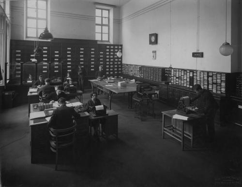 Canonica, Pietro, Ufficio Segreteria della Società Reale Mutua di Assicurazioni nella sede di Via delle Orfane 6, Torino, 1929, foto ai sali d'argento, CC BY-NC-ND