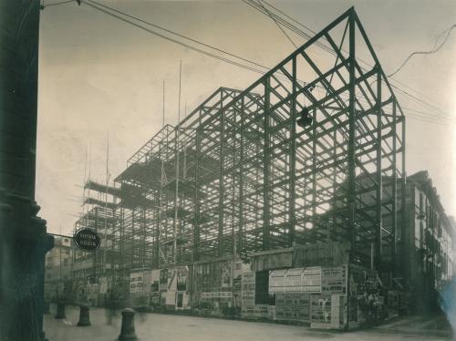 """Gabinio, Mario, """"La sede in costruzione della Società Reale Mutua di Assicurazioni in Via Corte d'Appello 11, Torino: la struttura metallica., 1931 circa, foto ai sali d'argento, CC BY-NC-ND"""