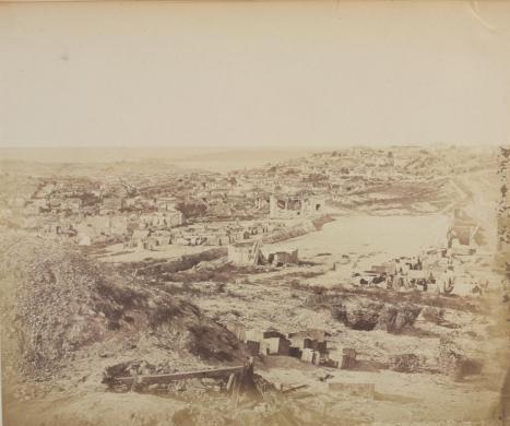 Robertson, James, Sobborgo della quarantena - Sebastopoli. Crimea 1854 –55, post 1855, carta salata, CC BY-SA