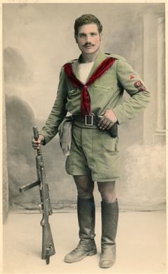 Ritratto di un partigiano garibaldino, 1945, gelatina ai sali d'argento/carta, colorata a mano, CC BY-NC