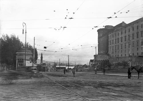 Piazza Municipio, 1910 circa, lastra fotografica, CC BY-SA