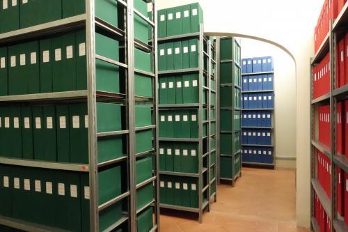 L'archivio fotografico della Fondazione nei locali climatizzati nel complesso di Santa Cristina (Bologna), CC BY-SA