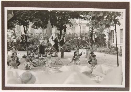 Anonimo, Momento di una recita, 1930 circa, gelatina ai sali d'argento su carta, CC BY-SA
