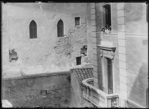 Cagliari, Torre dell'Elefante, ante 1906. Vista del retro verso la città, CC BY-NC-ND