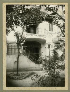 Napoli: chiesa battista di via Foria, 1920 circa, gelatina ai sali d'argento su carta, CC BY-SA
