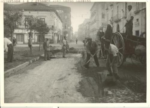 sconosciuto, Alluvione del 1949, 1949, fotografia in bianco e nero, CC BY-SA