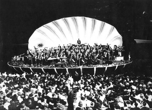 sconosciuto, Manifestazione di musica ritmo sinfonica, 1960 circa, fotografia in bianco e nero, CC BY-SA