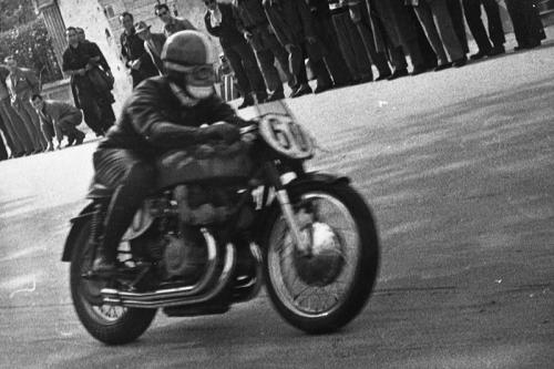 Masserini in sella a Gilera 500-quattro cilindri, Gran Premio delle Nazioni, Circuito Stradone/Bocche dei Canali, Faenza, 1948, CC BY-NC-ND